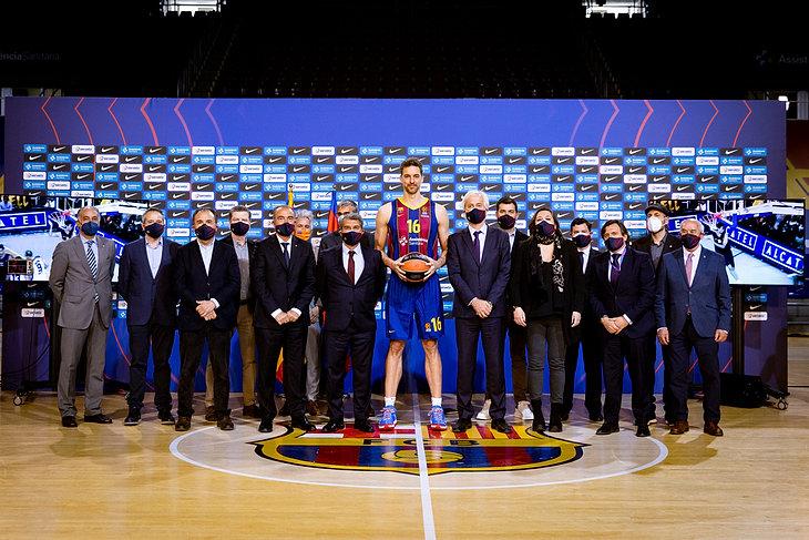 Pau Gasol koszykarzem FC Barcelony